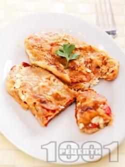 Чушки бюрек - панирани пържени печени чушки (пиперки) пълнени със сирене и яйца на тиган - снимка на рецептата